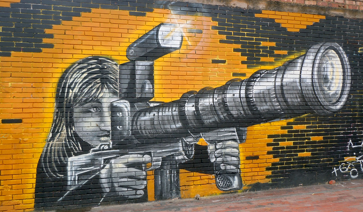 http://ryanbart.com/wp-content/uploads/2013/04/Camera-Gun.jpg